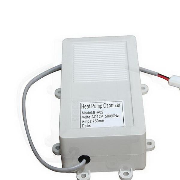 L' Onzonateur est un générateur d'ozone dans votre spa . Il transforme l'air ambiant en air qui ozoné est injecté dans l'eau filtrée sous forme de bulles d'air et permet une désinfection quasi-instantanée.