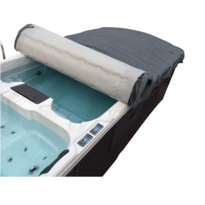 Couverture spa de nage.Easy couverture souple et très manipulable pour spa de nage vendue par spa-et-sauna.com