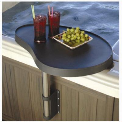 Spa Caddy : astucieux plateau pour spa rotatif. Véritable bar pivotant Il est robuste et polyvalent et se fixe facilement sur l'habillage du spa