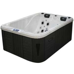 Le Spa Oxford est très pratique et d'une taille adaptable dans de nombreuses configurations. Il est conçu pour trois personnes, dont deux allongées.