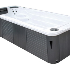 Swimspa Aquatic 2 combine entrainement et relaxation. Deux sièges-baquets profonds extralarges aux nombreux jets de massage sont disposés à l'une des extrémités du spa, tandis qu'un long couloir de nage apporte beaucoup de place pour votre entraînement.