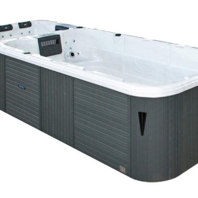 Le Swimspa Aquatic 3 est le spa de nage king size. Zone de nage de deux assises ainsi que d'un couloir spacieux à laquelle s'ajoute un spa pour 5 personnes