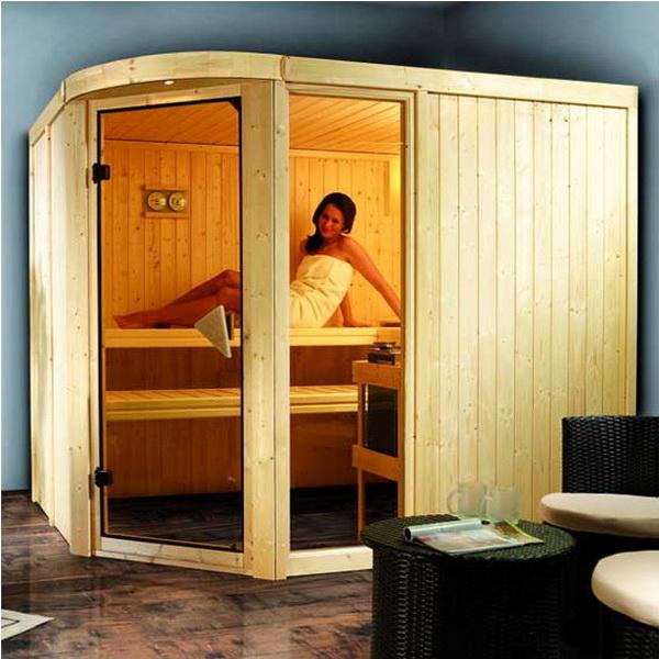 Sauna Lakura : un sauna aux formes douces en bois du nord. 2 belles surfaces vitrées offrent aux personnes qui l'utilisent un contact avec l'environnement extérieur