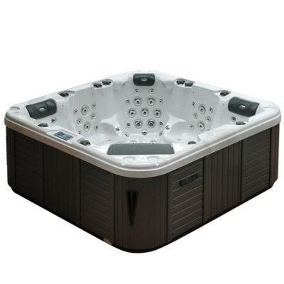 Le Spa Arizona est très pratique et d'une taille adaptable dans de nombreuses configurations. Il est conçu pour cinq personnes avec 2 sièges profonds et 3 places semi-allongées.