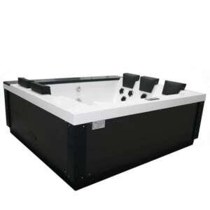 Le spa Kubus est nommé d'après sa conception cubique. Son design épuré séduira ceux qui désirent un spa aux lignes contemporaines sobres et élégantes.