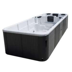 Swimspa Aquatic 7 est un spa spacieux . Vous pouvez l´installer en intérieur ou en extérieur et l´utiliser avec 4 personnes simultanément dans l'espace spa de détente , pendant qu'une autre s'entraine à la nage à contre courant.