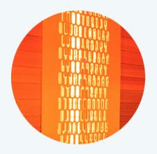Les émetteurs à infrarouges Quartz Vitae La technologie des émetteurs infrarouge Quartz Vitae, qui équipent le sauna Hybride Combi, offre une parfaite diffusion de la chaleur, intense et immédiate. La cabine intègre 8 diffuseurs infrarouge, d'une puissance totale de 3180 W, ainsi que d'un sol chauffant (80 W). Leur positionnement est spécialement étudié pour obtenir une diffusion idéale dans tout le sauna. L'unité de commande intégrée à l'intérieur de la cabine permet un réglage de l'intensité de diffusion des émetteurs.